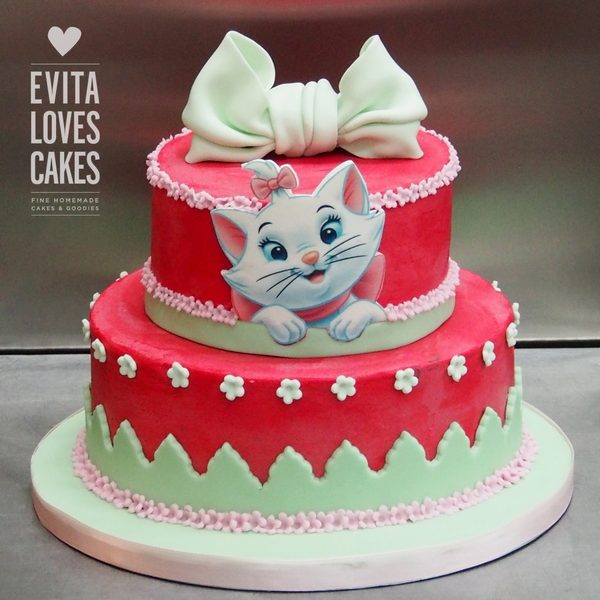 Aristocat_Bow_Birthday_Cake_EvitaLovesCakes
