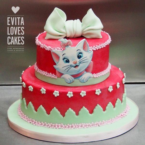 Aristocat_Bow_Birthday_Cake_EvitaLovesCakes