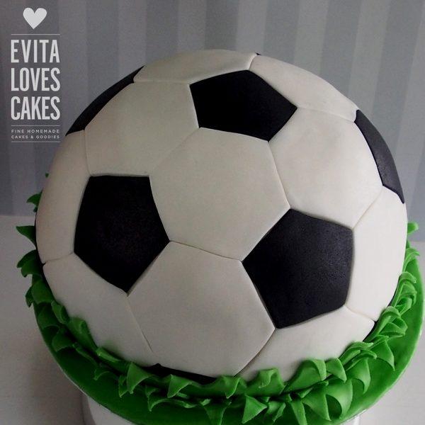 Football_Birthday_Cake_EvitaLovesCakes