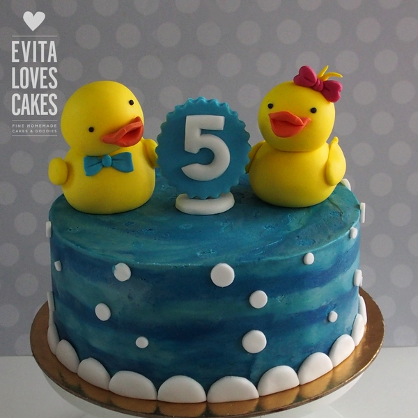 ducks_Birthday_Cake_EvitaLovesCakes