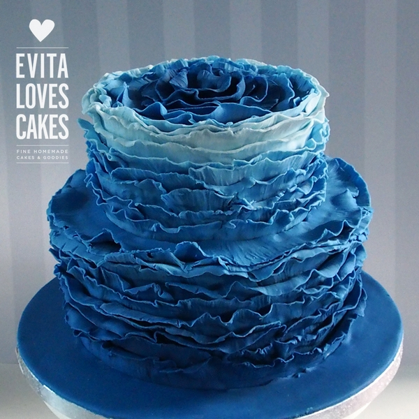 Blue_Waves_Birthday_Cake_EvitaLovesCakes