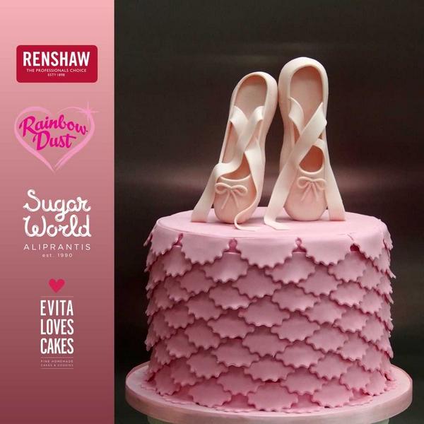 Papoutsia_mpaletou_Birthday_Cake_EvitaLovesCakes