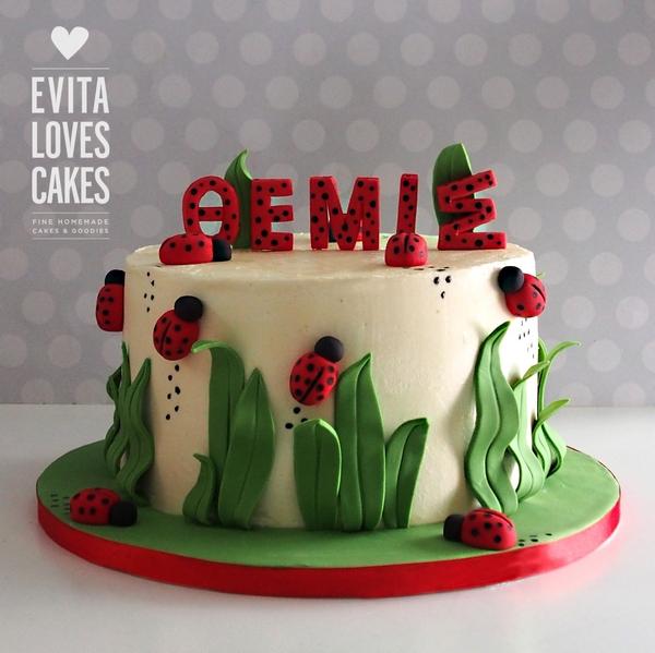 Red flowers_Birthday_Cake_EvitaLovesCakes