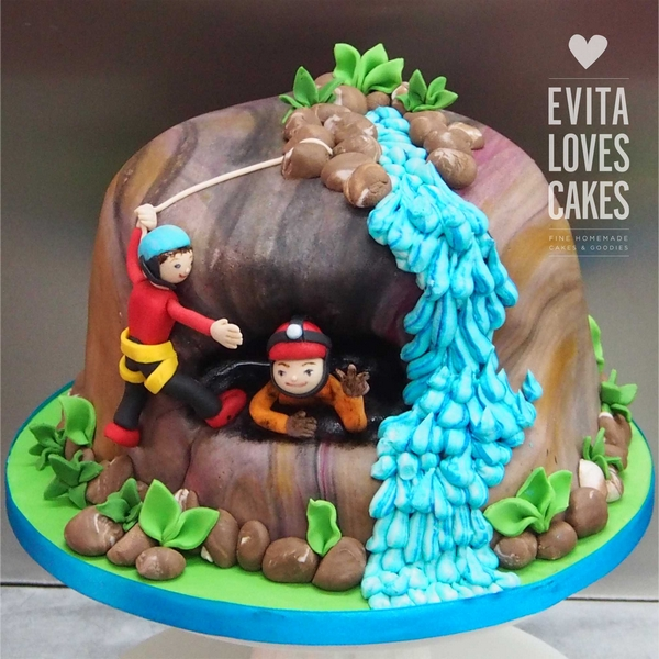 Cave_Birthday_Cake_EvitaLovesCakes